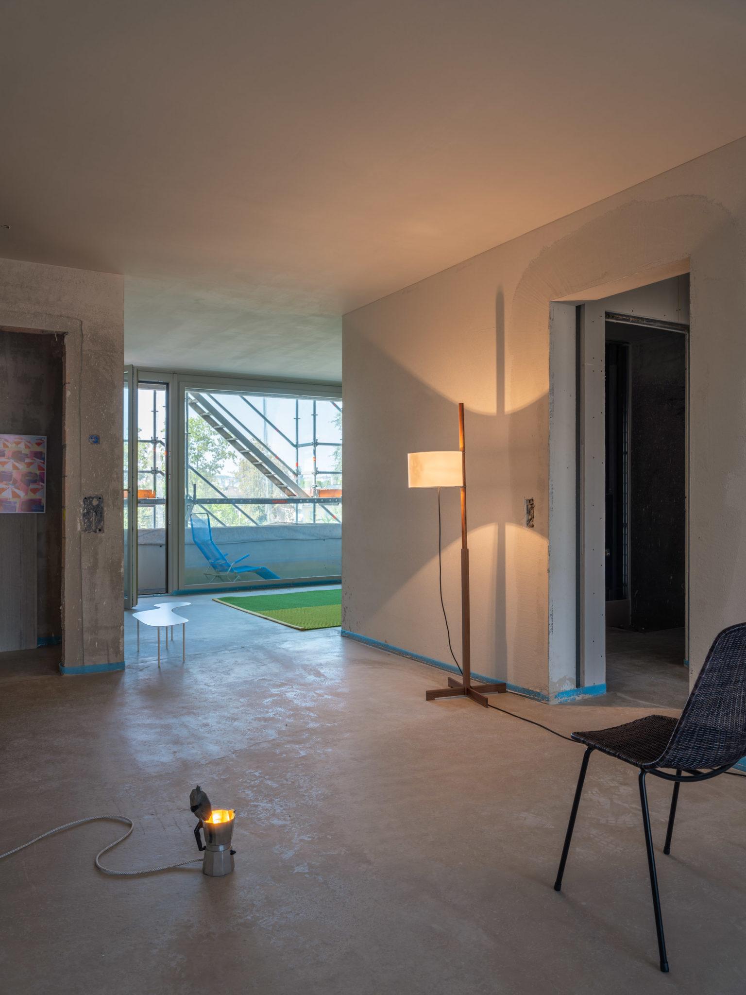 Die abl Baustelle Himmelrich 3 mit Designmöbeln inszeniert.