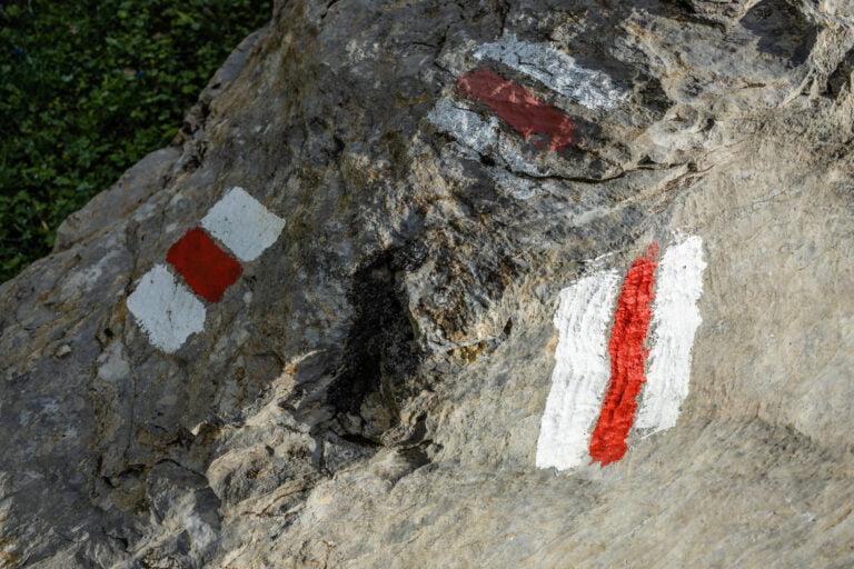 Klausenpass GletscherseeWegzeichen, Wegmarkierung, Wanderzeichen, Wandermarkierung